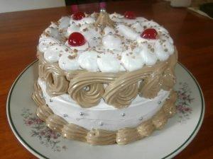 pastel decorado con merengue italiano