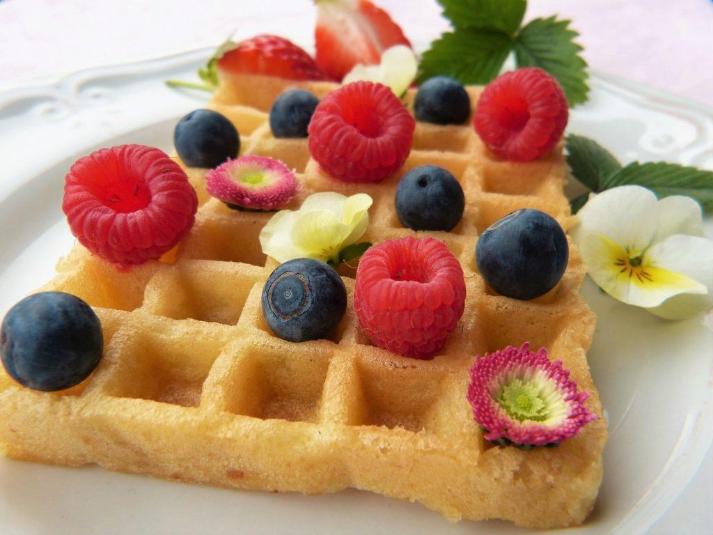 waffles con frutas